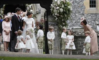 Герцогиня Кейт прибыла на свадьбу сестры с детьми – Шарлоттой и Джорджем фото:dailymail