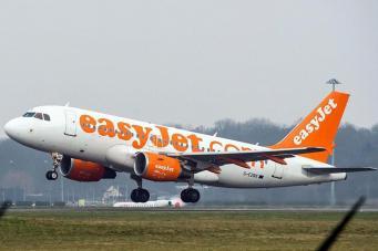 Группу ортодоксальных евреев задержали в аэропорту Luton за нарушение правил полета фото:standard.co.uk