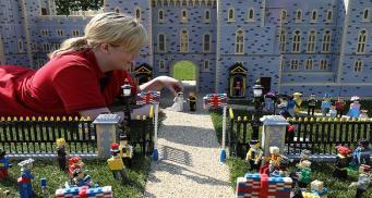 Свадьбу принца Гарри и Меган Маркл воссоздали из Lego