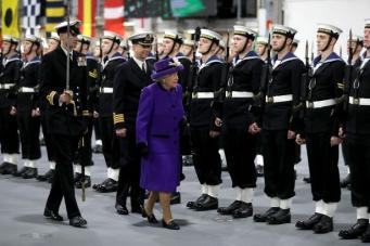 Королева Елизавета II благословила корабль HMS Queen Elizabeth