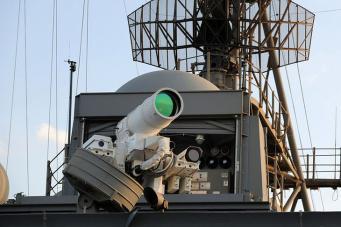 Лазерное оружие в стиле «Звездных войн»