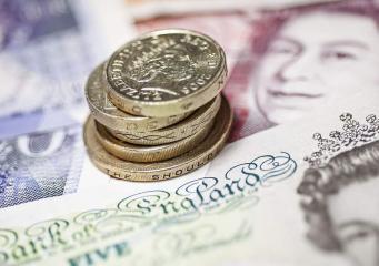 Зарплаты выросли у двух миллионов низкооплачиваемых британских трудящихся