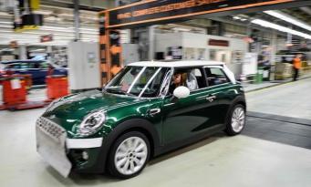 BMW может лишить британцев электрической версии культового английского автомобиля фото:theguardian.com