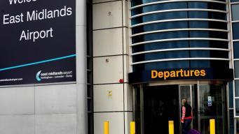 Аэропорт в Лестершире был закрыт из-за внештатной ситуации на взлетной полосе фото:itv