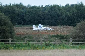Самолет разбился в неподалеку от оживленного шоссе в Большом Манчестере фото:mirror