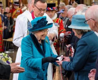 Королева Елизавета II раздала Великопостную милостыню подданным фото:bbc