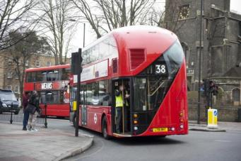 Даблдекеры Routemaster массово снимаются с маршрутов из-за дефекта задней двери фото:standard.co.uk