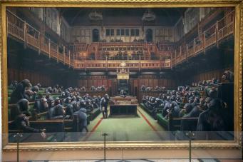 Бэнкси отметил несостоявшийся Брекзит демонстрацией обидной для депутатов картины