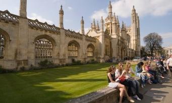 Британские студенты тратят на еду меньше четырех фунтов в день фото:theguardian