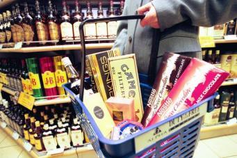 Британские авиакомпании требуют признать криминалом употребление спиртного на борту фото:dailyrecord.co.uk