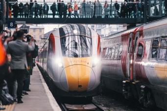 Virgin Trains анонсировал распродажу билетов первого класса фото:mirror.co.uk