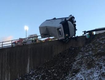 Полисмен в Йоркшире предотвратил падение фургона с моста