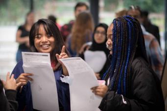Результаты школьных госэкзаменов в Британии ухудшились после образовательной реформы