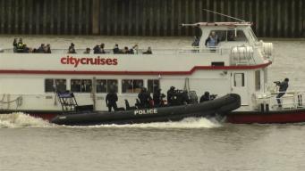 В центре Лондона на Темзе проходят антитеррористические учения фото:skynews