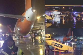 Рейс EasyJet из Манчестера был сорван из-за застрявшего под самолетом тягача фото:thesun.co.uk