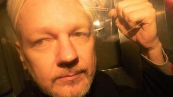 Ассанж приговорен лондонским судом к году тюрьмы