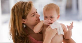 Влажные салфетки повышают вероятность развития аллергии у детей