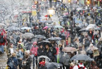 «Зверь с Востока» обрушил посещаемость в британских магазинах в марте