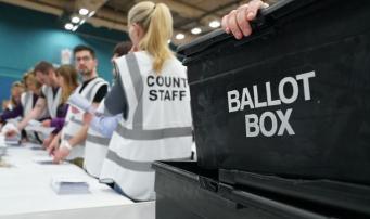 Консерваторы потерпели разгромное поражение на местных выборах в Англии