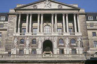 Банк Англии готовит первое за десять лет повышение учетной ставки