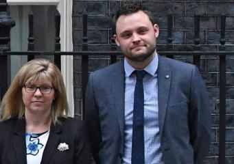 Тереза Мэй приняла еще две отставки членов кабинета министров