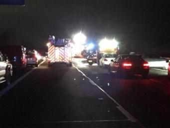 Крупная авария парализовала движение на трассе М40 в Оксфордшире