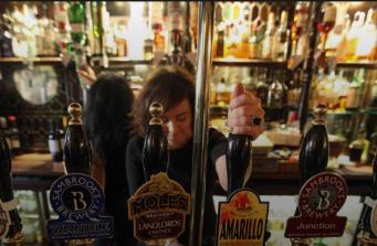 Британское правительство усилит контроль над продажей алкоголя в аэропортах фото:independent