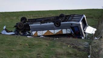 В ДТП на юге Шотландии перевернулся автобус с пассажирами