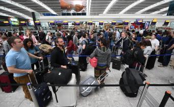 Пассажиры рейсов British Airways застряли в лондонских аэропортах из-за программного сбоя фото:standard.co.uk