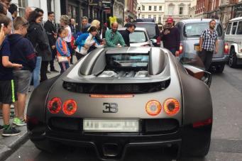 Полиция Лондона отметила «ярмарку тщеславия» суперкаров штрафами за парковку фото:standard.co.uk