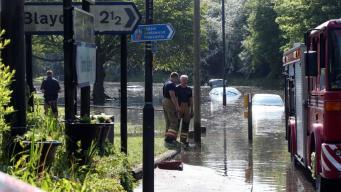 В Ньюкасле машины ушли под воду из-за коммунальной аварии