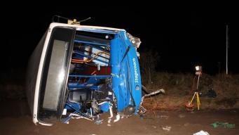 Автобус с пассажирами врезался в опору моста в Хайлендсе