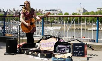 Уличные музыканты в Лондоне смогут принимать безналичные пожертвования