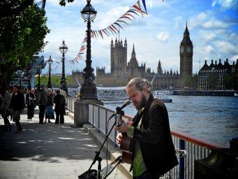 Уличным музыкантам в Лондоне прикажут расширить репертуар