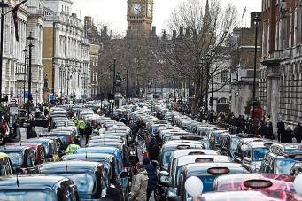 Акция протеста кэбменов заблокирует центральные улицы Лондона фото:standard.co.uk