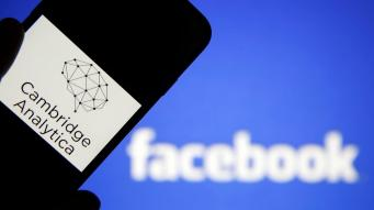 Cambridge Analytica закрывается после скандала с Facebook