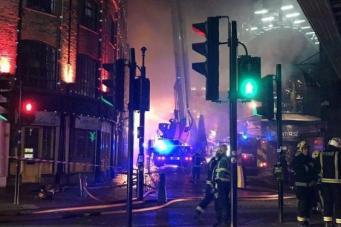 В Лондоне загорелся знаменитый рынок Кэмден Лок фото:standard