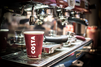 Costa Coffee в Великобритании сегодня наливает кофе бесплатно