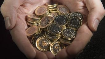 Британцы не спешат возвращать в казну круглые однофунтовые монеты