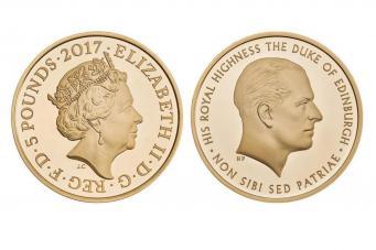 Молодой консорт и пожилая королева: Royal Mint выпустил необычную монету фото:standard.co.uk