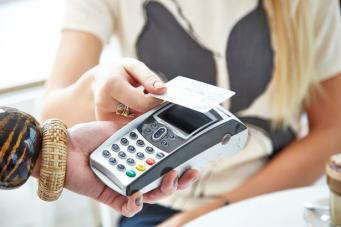 В Великобритании отменена комиссия за расчеты банковскими картами
