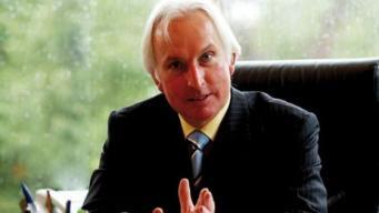 Ведущий донор консервативной партии предъявил ультиматум Терезе Мэй фото:bbc.com