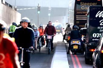 Фитнес на улицах Лондона повышает риск сердечных заболеваний фото:standard.co.uk