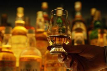 Шотландские винокуры проиграли спор с правительством о минимальной цене бутылки виски фото:dailyrecord.co.uk