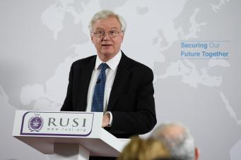 Главный переговорщик по Брекзиту пригрозил уйти в отставку