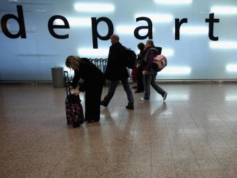 Британские туристы за год потеряли свыше шести миллионов фунтов на уловках мошенников