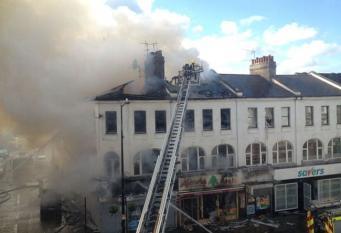 Крупный пожар произошел на севере Лондона