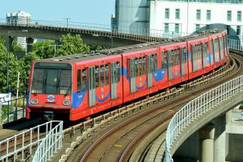 Доклендское легкое метро отметило тридцатилетний юбилей фото:standard.co.uk