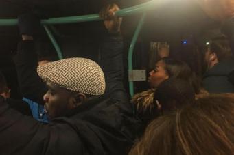 Пассажиры поезда DLR  оказались заблокированы в туннеле под Темзой
