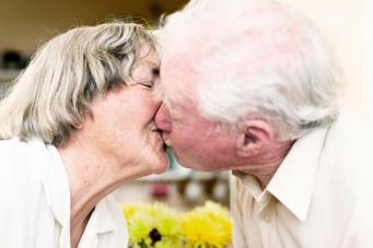 Высокий суд Англии запретил распределять престарелых супругов по разным больницам